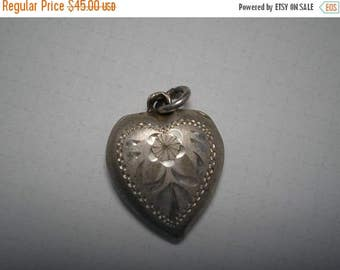 Vintage Sterling Puffy Heart Charm     L Engraved       Item No: 16262