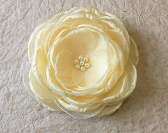 Pale yellow bridal fabric flower hair clip, bridesmaid hair accessories, pastel yellow shoe clip, Wedding flowers, sew on ornament, brooch
