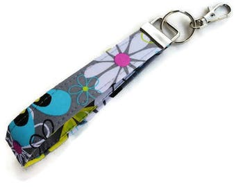 ReADY TO ShIP~~~~~~Key Fob with Large Groovy Florals, Key Chain, Wristlet Key Chain, Keychain, Wristlet for Keys~~READY to SHIP~~~