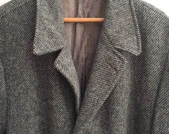 Men's Vintage Clothing / Harris Tweed Wool Overcoat / 1940's - 50's Made in Scotland 100%  Wool Tweed Overcoat