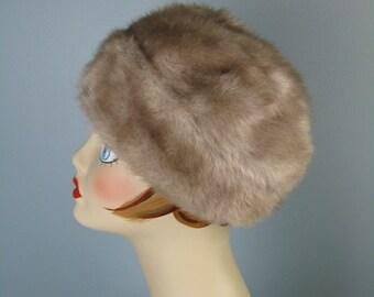 Faux Fur Cap / Vtg 50s / Pale Silvery Brown Faux Fur Hat