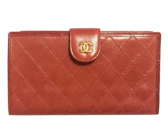 Vintage CHANEL lipstick red calfskin leather wallet with gold tone CC motif. Classic purse.