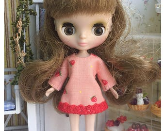 "Petite Blythe / Little Dal Outfit : ""Strawberry Lover Dress"" (Dress)"