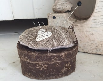Primitive Pinkeep Pincushion pinbox