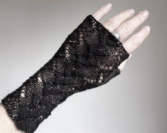 Delicate lace fingerless gloves charcoal