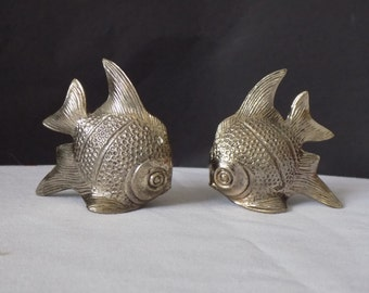 Vintage Silver Cast Metal Ocean Angle Fish Fish Salt and Pepper Shakers Tropical Fish Condiment Spice Shaker Set Regency Mid Century Modern