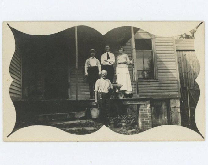 Vintage Snapshot Photo: Group on Porch, Vignette Mat, Early 1900s (611515)