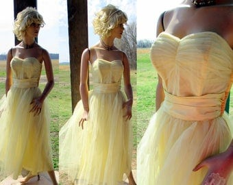 50s vintage prom dress tulle satin cupcake adorable light yellow shelf bust small
