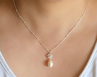 Freshwater Teardrop Pearl Lotus Flower Necklace-Bridesmaid Gift Necklace-Yoga Inspired Jewelry-Dainty Lotus Real Natural Pearl Necklace