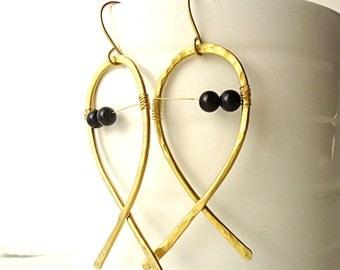 Fish earrings, Hammered Earrings, brass earrings, rustic earring, sea earrings, Artisan earrings, geometric earring, black agate earrings