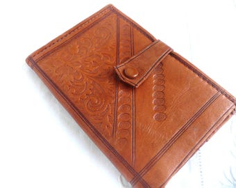 Tooled leather wallet - 1970s leather wallet - tooled tan leather wallet - vintage leather wallet - vintage tooled leather purse