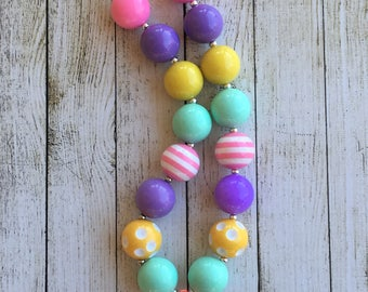 Spring/Summer colored chunky beaded necklace
