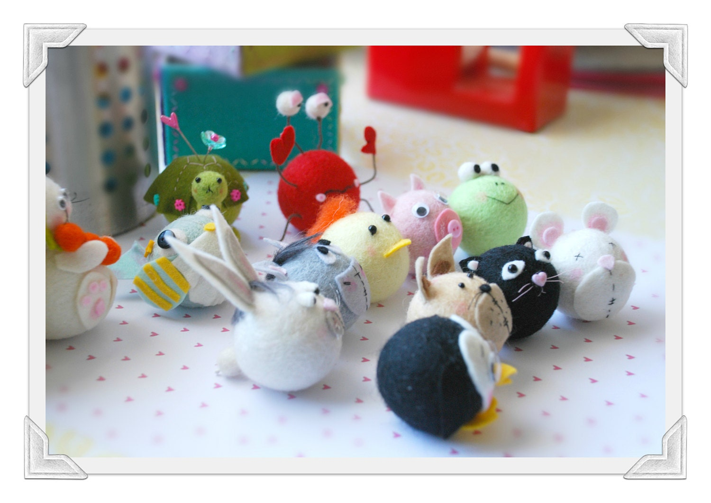 Pom Pom Pets  by Claudia Rapp