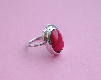 Handmeda sterling silver ring with red coral.