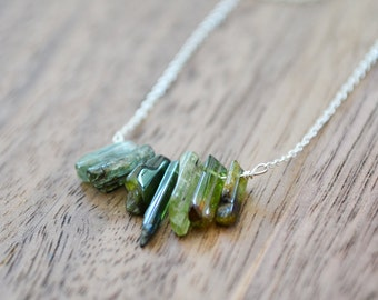 blue-green tourmaline necklace  ///  raw tourmaline sticks /// delicate everyday jewelry - gemstone layering necklace