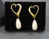 Vintage AVON 'Open Heart Drop' Pierced Earrings (1994) with original box. Faux Pearl Earrings. Open Heart Earrings. Vintage Avon Earrings