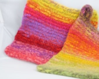 Lime Berry Freeze Wool Felted Hot Pad/Trivets, Hand Knitted, Potholder, Kitchen Decor, Soft and Thick, Insulators, Housewares, Hostess Gifts
