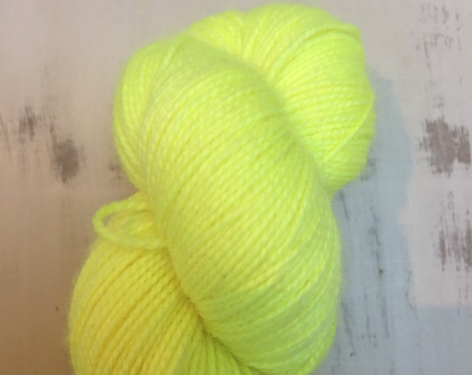 Geez Louise ! -'100grams 4ply Fingering weight 80/20%   Hight Twist merino and nylon sock yarn -