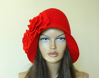 Red hat  Felted hat with 2 brooches Red cap Felt hat 1920s hat Red Riding Hood Merino wool
