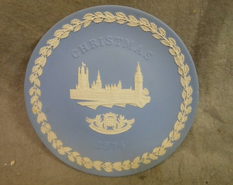 Vintage Wedgwood Jasperware light blue  Christmas Plate 1974 The Houses of Parliament 8 1/4 inch