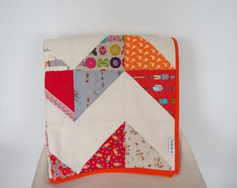 Hand quilted baby quilt by Lukku