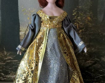 Dollhouse King Arthurs lady Guinevere  wearable silk clothing dollhouse miniature in 1:12th  scale TWO ways to wear