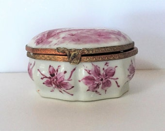 18th-19th c. Paris Snuff Box Trinket Box Porcelain