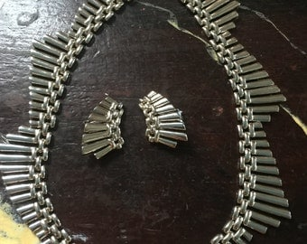 Crown Trifari 3 pcbib necklace and earrings, parure in chrome from the 60s