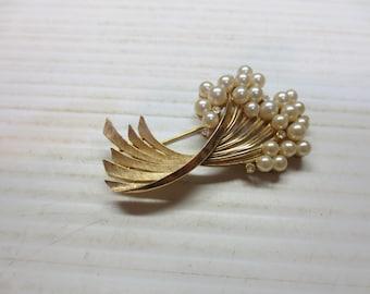 Vintage Gold Tone Trifari Faux Pearl Modern Spray Pin Brooch