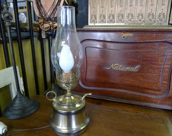 Electric hurricane lamp