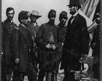 Abraham Lincoln on battlefield at Antietam, Maryland, Civil War