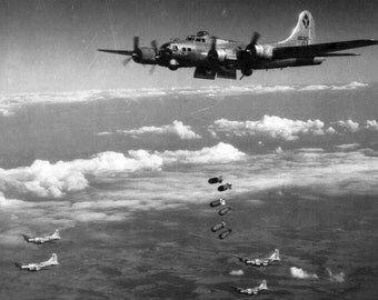 B-17 Flying Fortress, Dropping Bombs, WWII