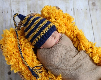 SALE Crochet elf hat in your choice of color. Newborn through 12 months. Photo Prop. Gift