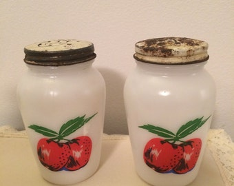 Vintage Anchor Hocking Apple Shakers Salt & Pepper