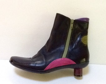 Vintage Moda Ankle Boot / Black Leather Bootie / SZ 7 to 7.5 / Boho / Mod / Retro / Avant Garde / High Fashion / Hipster / Abstract