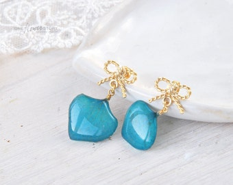 Dangle blue hydrangea earrings with golden bow.  Sterling silver Studs with real flower petals. Resin jewelry with real flower. Botanical.
