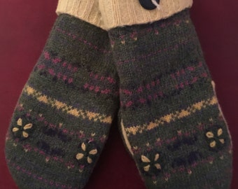 A25    Felted wool mittens lined with fleece size adult small