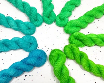 Mini Skein Set 10Step - Neon Green to Bay Breeze - Fingering Weight - 200g - 920yds
