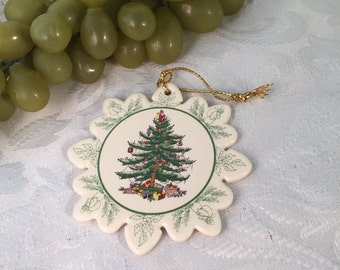 P029 Spode Christmas ornament with tree