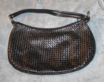 Vintage Alfani Leather Large Purse is Black, Leather Weave Nice Pattern, Zips Shut, Large Opening, Shoulder Purse, One Handle, Elegant