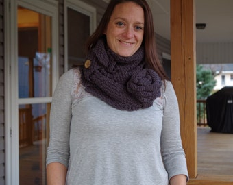 Infinity scarf with flower - knitting pattern