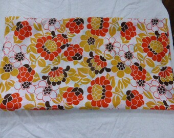NAPPE for rectangular table, brand COURTELLE, large orange flowers vintage 1970