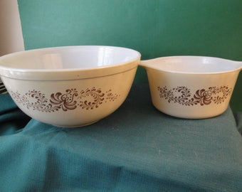 2 Vintage Pyrex Homestead Pattern Mixing/Serving Bowls, Beige And Brown # 473 - B & 403