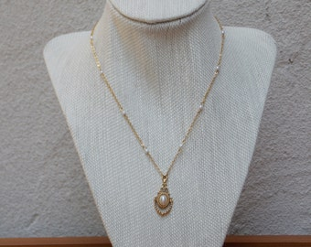 DelicateVictorian Style Gold Chain with Pearls And Pearl Pendant