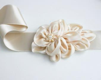 Champagne Flower Bridal Sash, Wedding Sash, Bridal Gown Sash, Champagne Belt, Champagne Flower Belt, Wedding Dress Sash, Formal Dress Sash