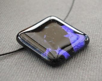 Fusing pendant, blue and black, dichroïc glass.