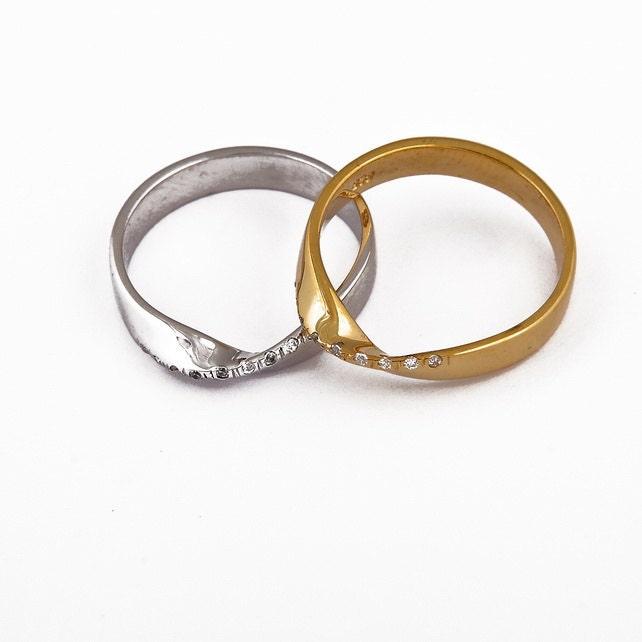Diamond Mobius Ring Gold Wedding