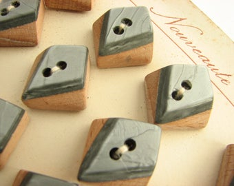 24 buttons, vintage wood buttons with silver-grey top, still on the cards!