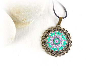Necklace with spiritual and energetic mandala, perfect as gift idea for girlfriend, friend and mom; pendant with Buddhist sacred geometry.