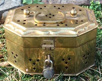 Vintage brass jewelry box/round brass keepsake box/french country/cricket box/bedroom/cottage/bathroom/vanity/dresser/match box